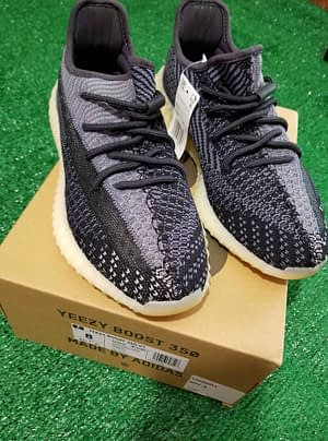 Adidas Yeezy Bost 350 V2 Carbon Size 10